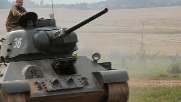 Под лязг гусениц: инсценировка боя Второй мировой на Линии Сталина - Sputnik Беларусь