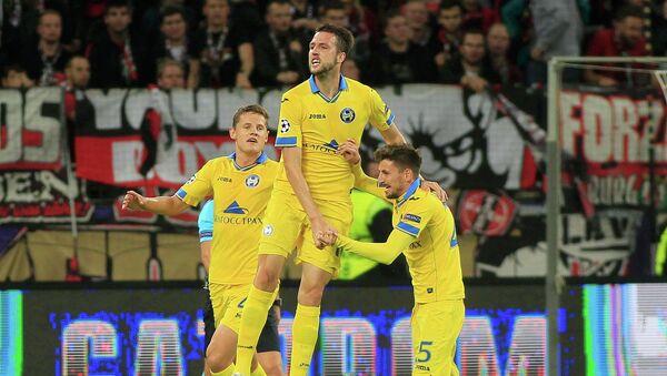 Игрок БАТЭ Неманья Милунович (в центре) радуется забитому голу в матче против Байера - Sputnik Беларусь