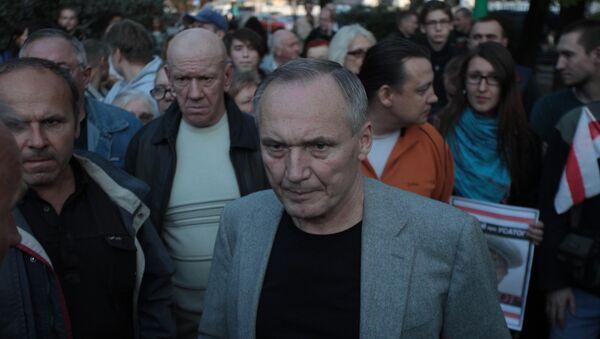 Владимир Некляев на пикете на площади Свободы - Sputnik Беларусь