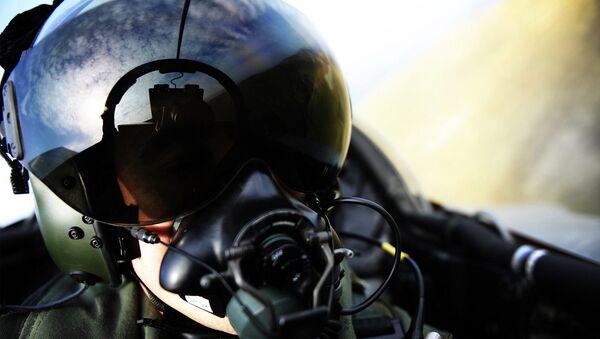 Пилот в кабине самолета - Sputnik Беларусь