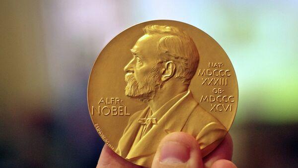 Медаль, которая выдается нобелевскому лауреату - Sputnik Беларусь
