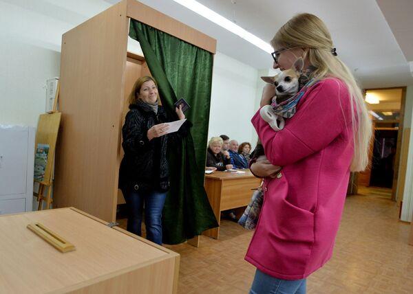 Досрочное голосования на президентских выборах 2015 года - Sputnik Беларусь