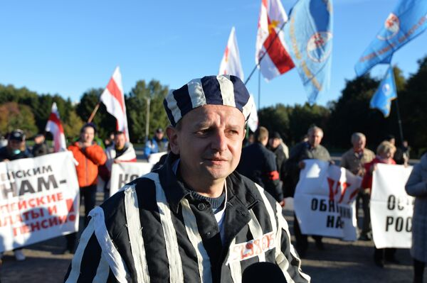 Участник митинга независимых профсоюзов - Sputnik Беларусь