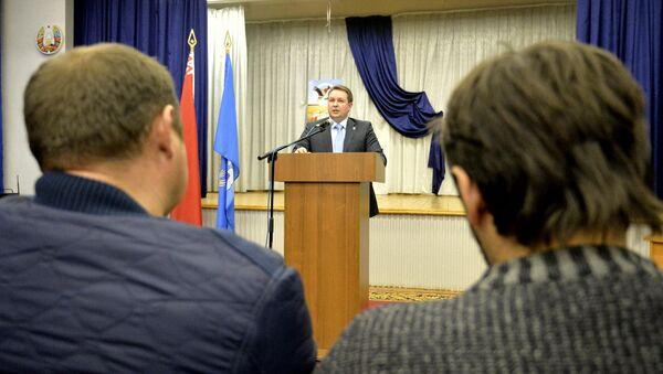 Председатель Мингорисполкома Андрей Шорец на встрече с избирателями - Sputnik Беларусь