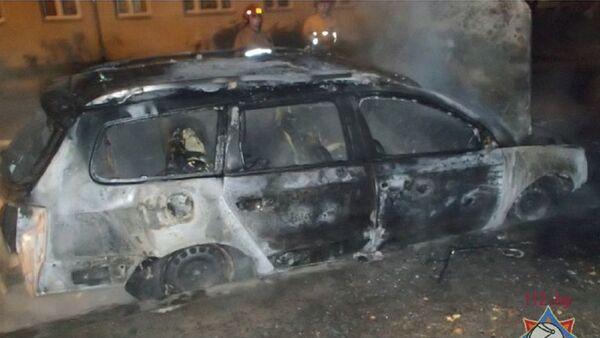Сгоревший в Минске автомобиль - Sputnik Беларусь