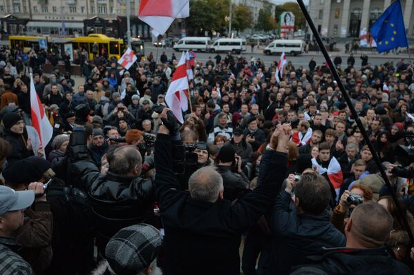 Участники акции взялись за руки, чтобы прочитать молитву за Беларусь - Sputnik Беларусь