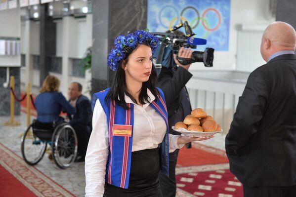 На избирательном участке № 1 Центрального района Минска - Sputnik Беларусь