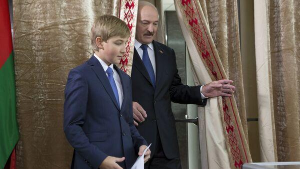Лукашэнка галасуе - Sputnik Беларусь