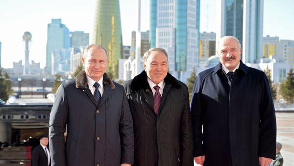 Президент России Владимир Путин, президент Казахстана Нурсултан Назарбаев и президент Беларуси Александр Лукашенко во время встречи в Астане - Sputnik Беларусь