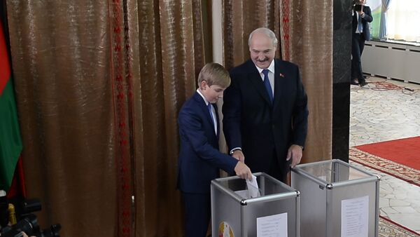 Выбор президента: Лукашенко проголосовал на избирательном участке №1 - Sputnik Беларусь
