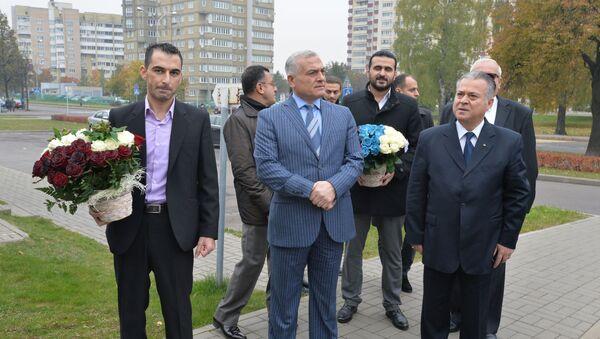 Сирийцы у посольства РФ в Минске - Sputnik Беларусь