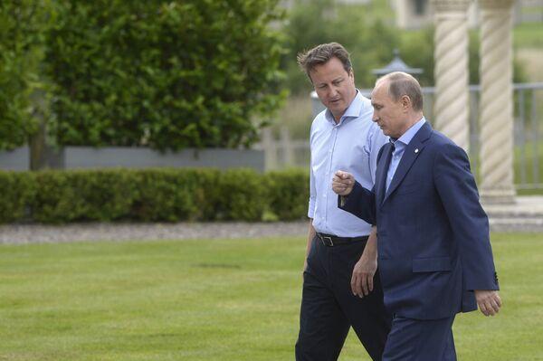 Премьер-министр Великобритании Дэвид Кэмерон (слева) и президент России Владимир Путин - Sputnik Беларусь