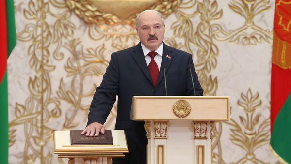 Александр Лукашенко вступает в должность президента Беларуси, церемония инаугурации состоялась во Дворце Независимости, ноябрь 2015 года - Sputnik Беларусь