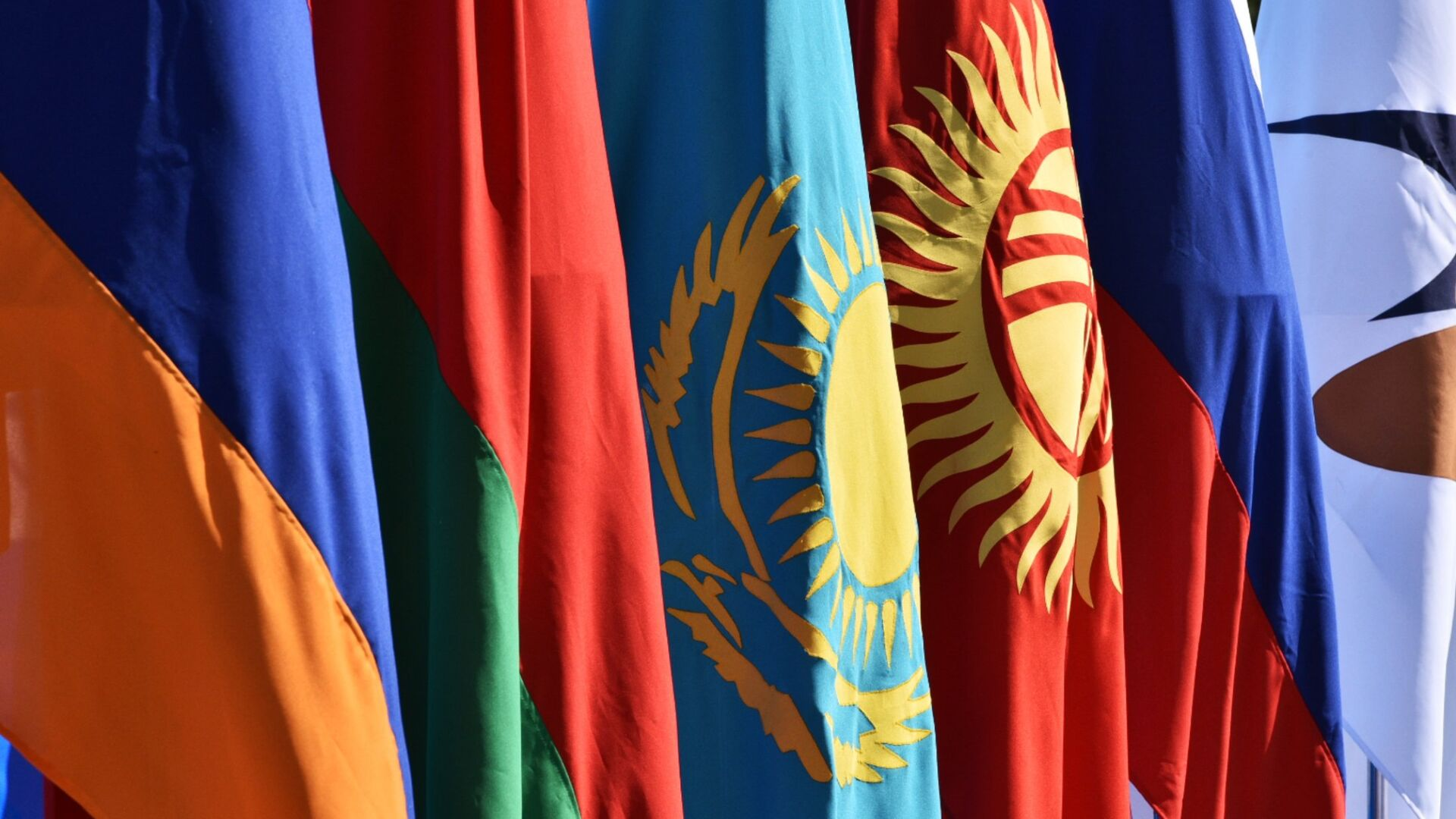 Государственные флаги стран ЕАЭС - Sputnik Беларусь, 1920, 16.06.2021