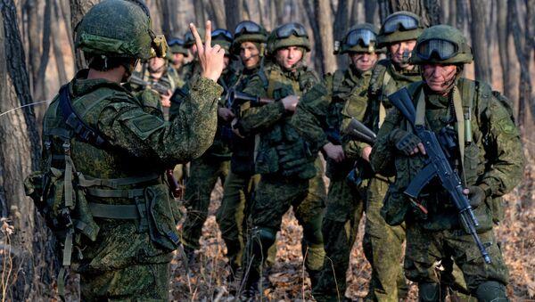 Десантники разведывательной группы проводят засадные действия по уничтожению условных террористов - Sputnik Беларусь