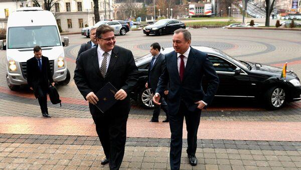 Лінас Лінкявічус і Уладзімір Макей на парозе будынка МЗС РБ - Sputnik Беларусь