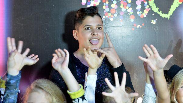Руслан Асланов на вечеринке по случаю его проводов на детское Евровидение - Sputnik Беларусь