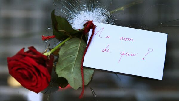 Роза на месте теракта в Париже - Sputnik Беларусь