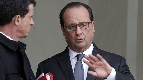 Президент Франции Франсуа Олланд беседует с премьер-министром Мануэлем Вальцем - Sputnik Беларусь