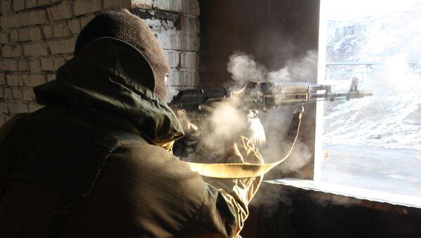 Террорист ведет бой во время антитеррористических учений  - Sputnik Беларусь