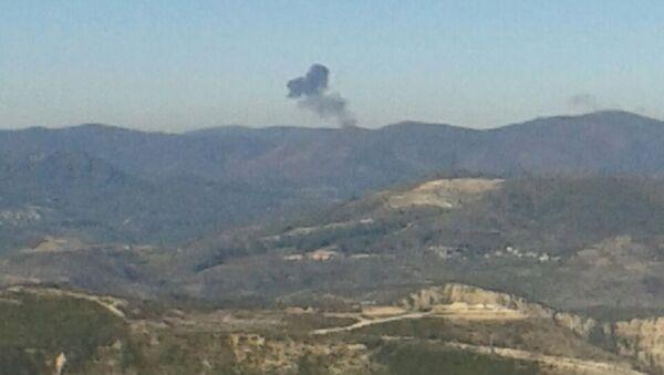 Дым на месте падения российского самолета Су-24 в Сирии - Sputnik Беларусь