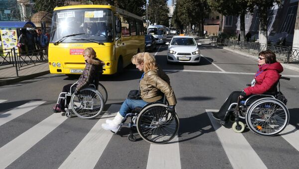 Інваліды на пешаходным пераходзе - Sputnik Беларусь