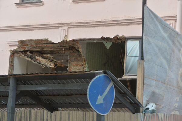 Обрушившаяся стена в доме на улице Революционной. - Sputnik Беларусь