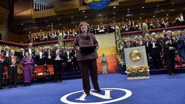 Светлана Алексиевич на церемонии вручения Нобелевской премии - Sputnik Беларусь
