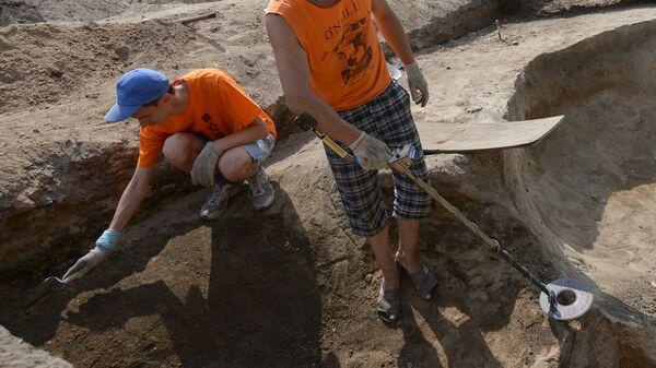 Археолагі на раскопках, архіўнае фота - Sputnik Беларусь