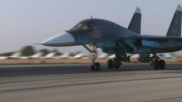 СПУТНИК_Взлет Су-24 и Су-25 с базы РФ в Сирии для нанесения ударов по террористам - Sputnik Беларусь