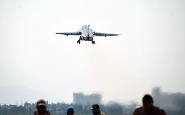 Фронтовой бомбардировщик Су-24 - Sputnik Беларусь