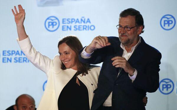 Мариано Рахой с женой после выборов - Sputnik Беларусь
