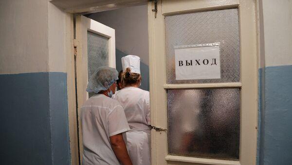 Врачи в здании больницы - Sputnik Беларусь