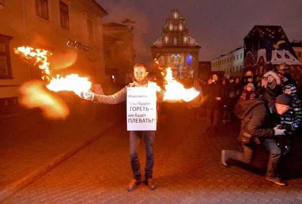 Самосожжение на шествии Дедов Морозов в Минске - Sputnik Беларусь