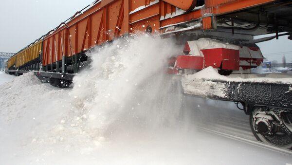 Работа снегоуборочной машины по очистке железнодорожных путей - Sputnik Беларусь