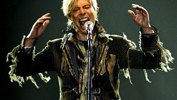 Дэвид Боуи на концерте в Праге, 2004 год - Sputnik Беларусь