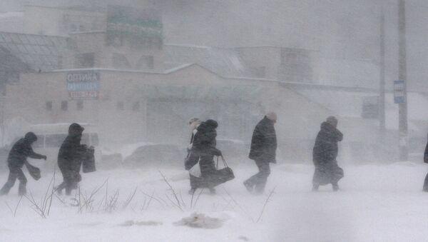 Прохожие на одной из улиц Минска - Sputnik Беларусь