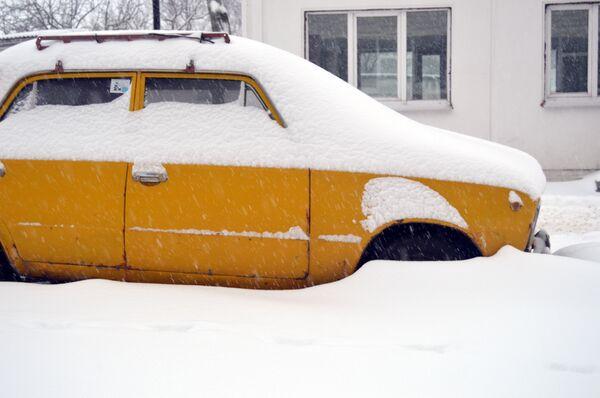 Автомобиль в снегу - Sputnik Беларусь