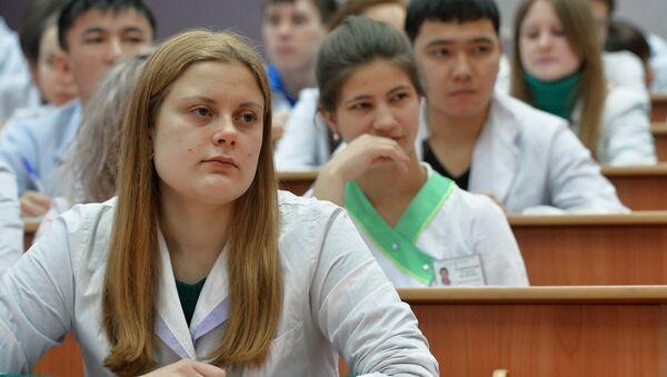 Студэнты на занятках - Sputnik Беларусь