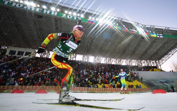 Белорусская биатлонистка Надежда Скардино на гонке легенд-2015 в Тюмени. Архивное фото - Sputnik Беларусь