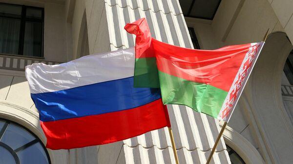 Государственные флаги России и Беларуси - Sputnik Беларусь