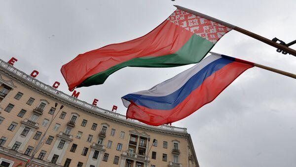 Российский и белорусский флаги, архивное фото - Sputnik Беларусь