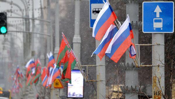 Российский и белорусский флаги на проспекте Независимости в Минске - Sputnik Беларусь