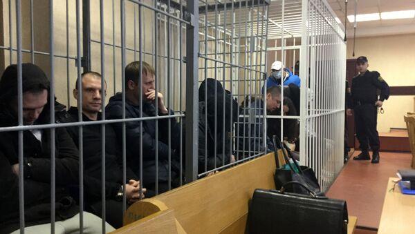 Обвиняемые по делу по наркоторговле перед началом суда - Sputnik Беларусь