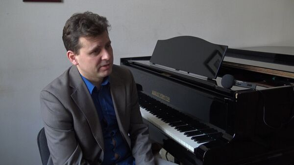 Любите хорошую музыку: поздравление композитора Юрия Блинова с 8 марта - Sputnik Беларусь
