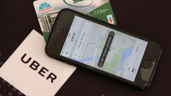 Прыкладанне Uber на смартфоне і картка Белкарт - Sputnik Беларусь