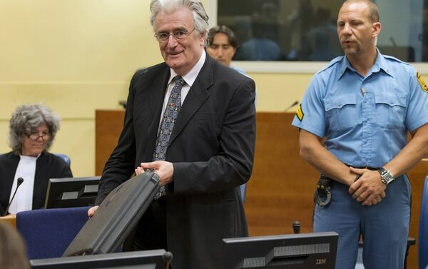 Радован Караджич в зале суда в Гааге,11 июля 2013 - Sputnik Беларусь