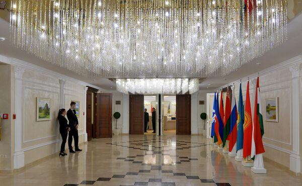 Коридоры Президент-отеля перед началом Совета глав штабов - Sputnik Беларусь