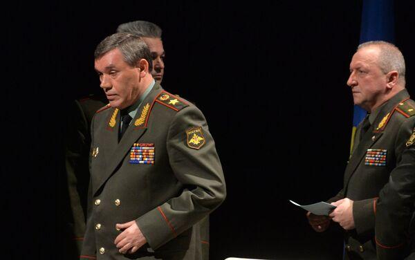 С заседания на брифинг - Sputnik Беларусь