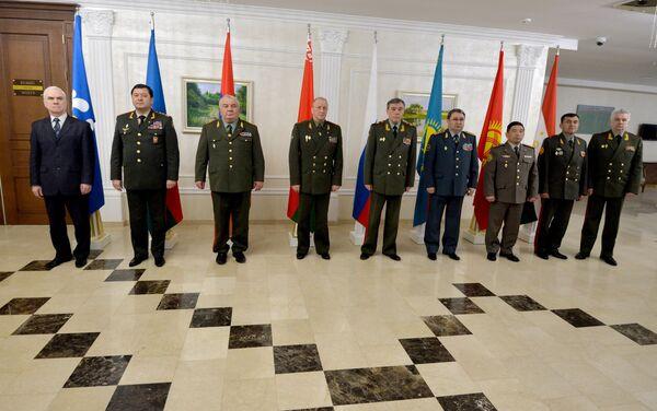 Традиционная фотосессия участников заседания Комитета начальников штабов ВС СНГ - Sputnik Беларусь